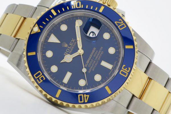 ブルーとゴールドのハーモニーが夏にふさわしい腕時計