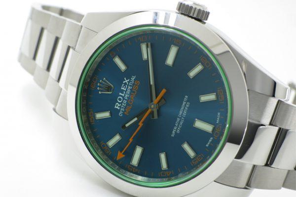 個性的なデザインの実用時計!