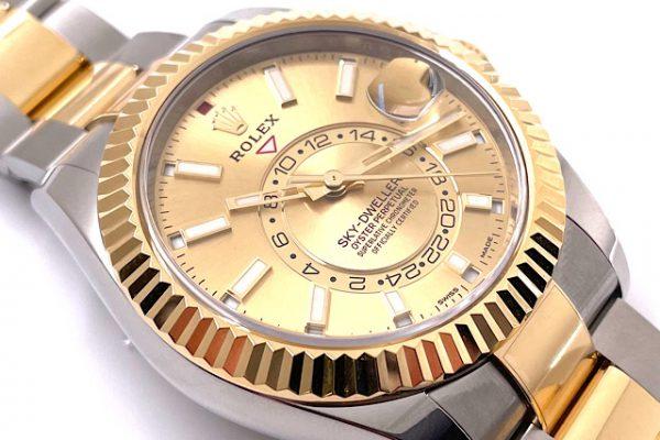 GMT機能付きの高級感溢れる時計