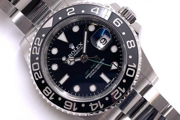 グリーンが素敵な時計です。